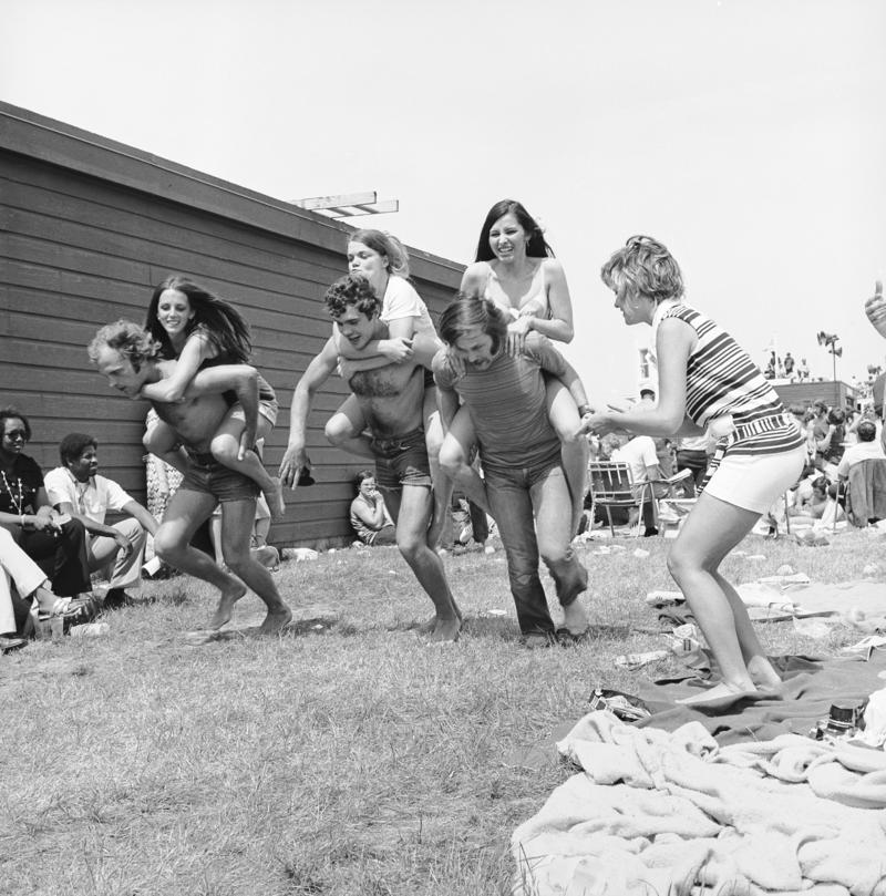 1972  11 piggyback