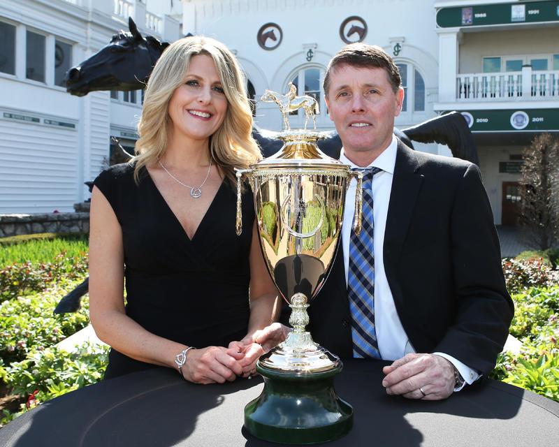 20170405KY Derby Trophy Arrival4 (Coady)