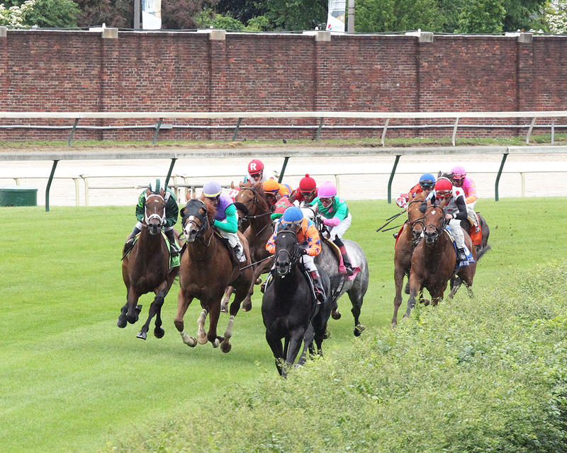 GREEN-MASK---The-Twin-Spires-Turf-Sprint-Gr-lll---23rd-Running---05-05-17---R07---CD---Inside-Turn-1