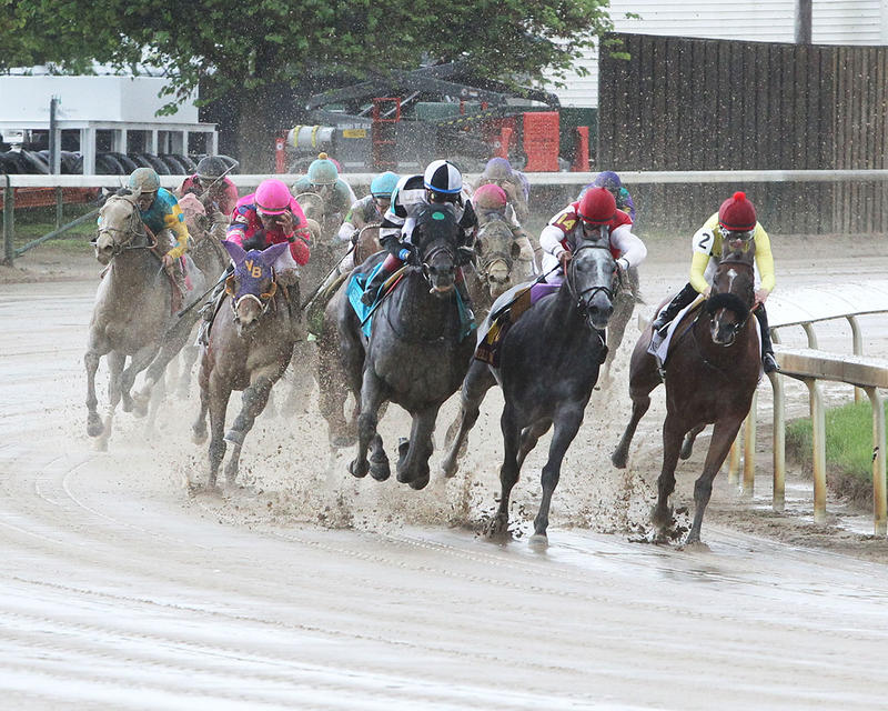 LIMOUSINE-LIBERAL---The-Churchill-Downs---Gr-ll---83rd-Running---05-06-17---R10---CD---Turn-1