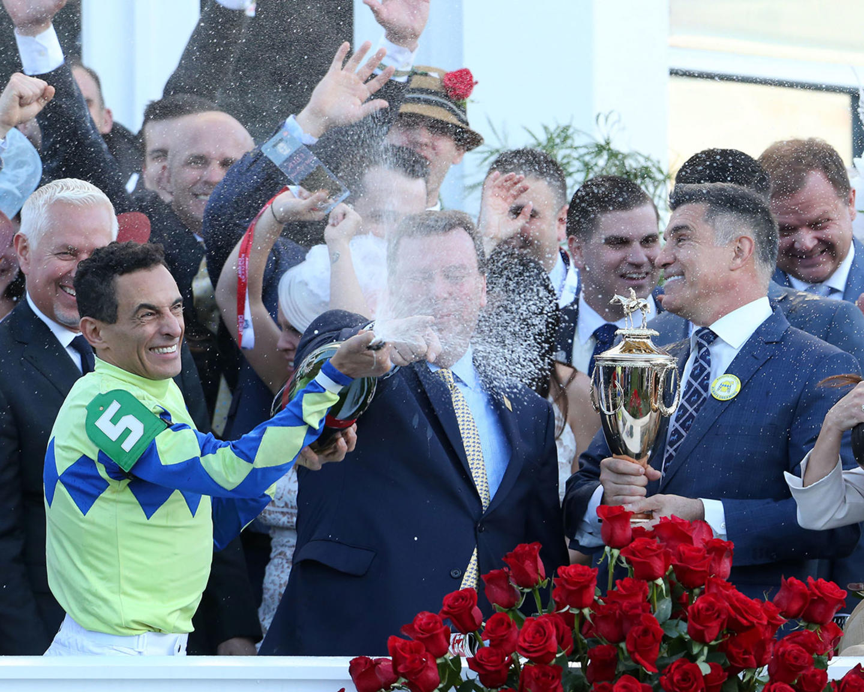 ALWAYS-DREAMING----The-Kentucky-Derby-Gr-1---143rd-Running---05-06-17---R12---CD---Champagne-Bath-1