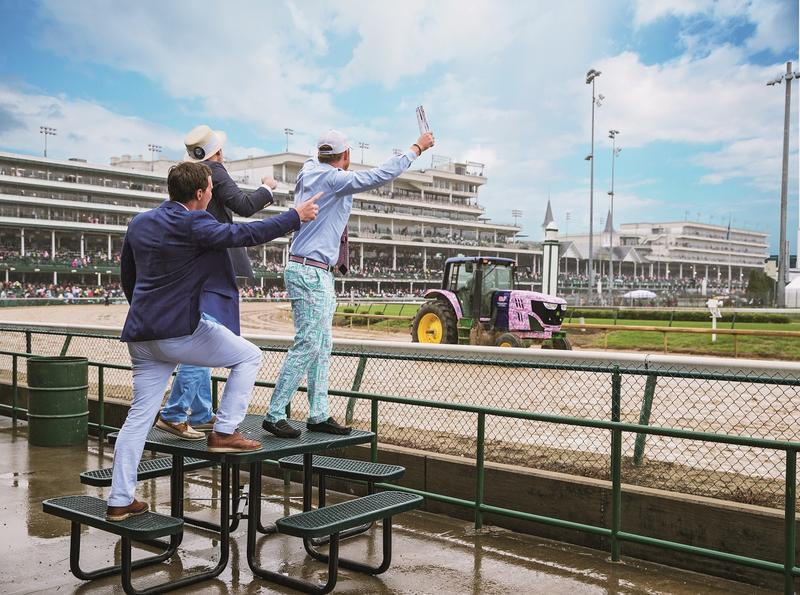vineyard_vines_Men_Cheering_At_Track