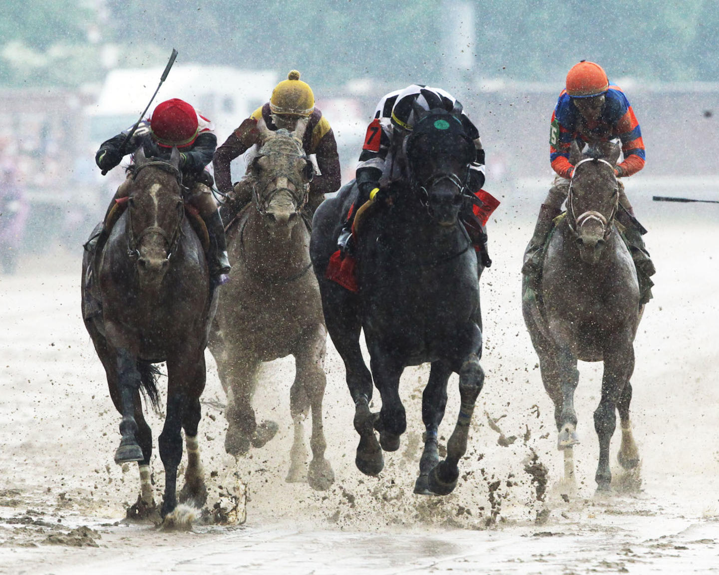 LIMOUSINE LIBERAL - The Churchill Downs G2 - 84th Running - 05-05-18 - R08 - CD - Head On Finish 01