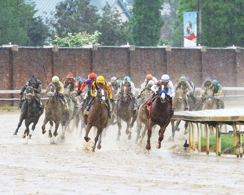 JUSTIFY---The-Kentucky-Derby-G1---144th-Running---05-05-18---R12---CD---Turn-01