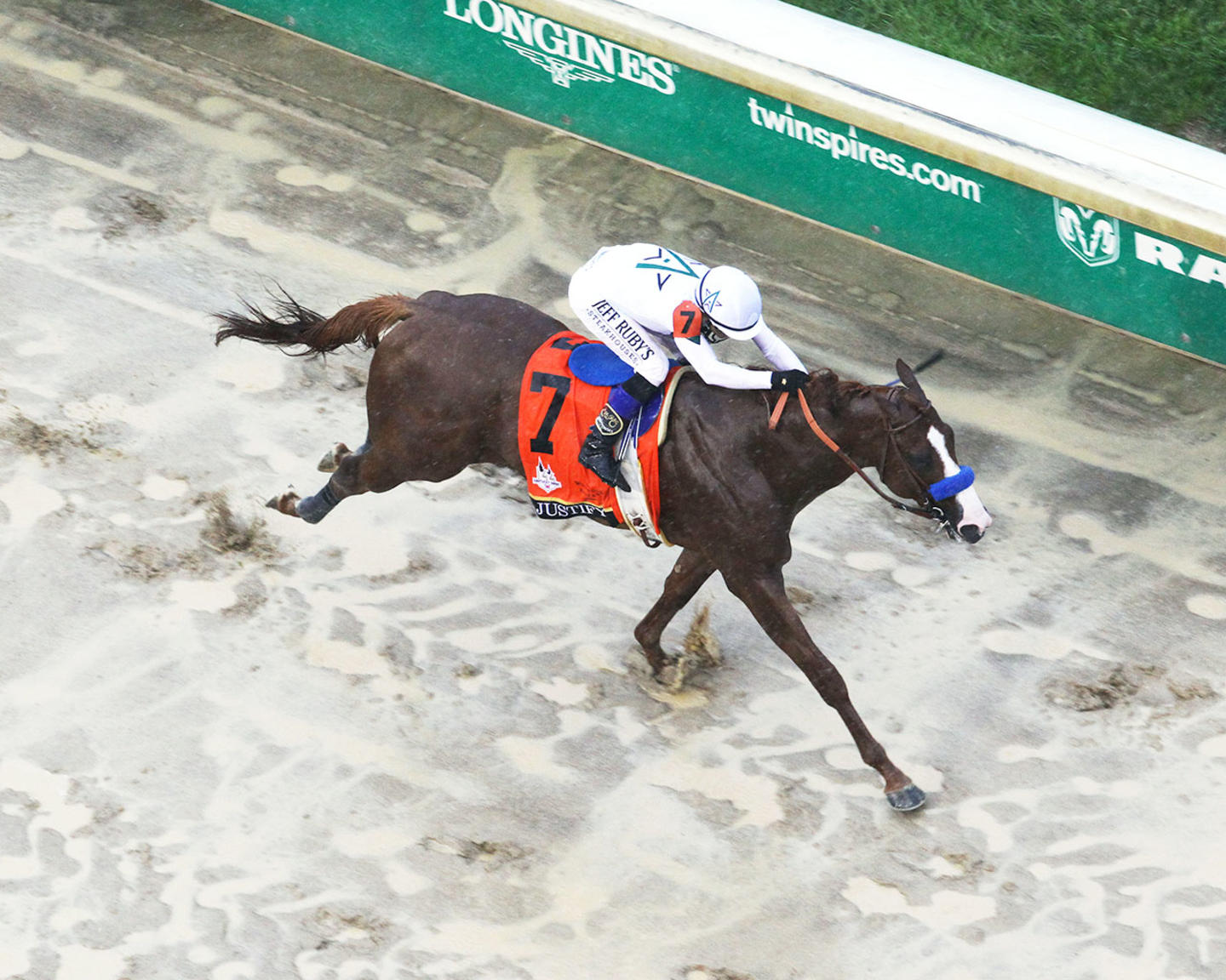 JUSTIFY---The-Kentucky-Derby-G1---144th-Running---05-05-18---R12---CD---Aerial-Finish-02