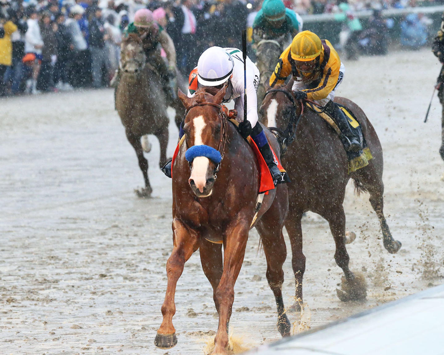 JUSTIFY---The-Kentucky-Derby-G1---144th-Running---05-05-18---R12---CD---Inside-Finish-02