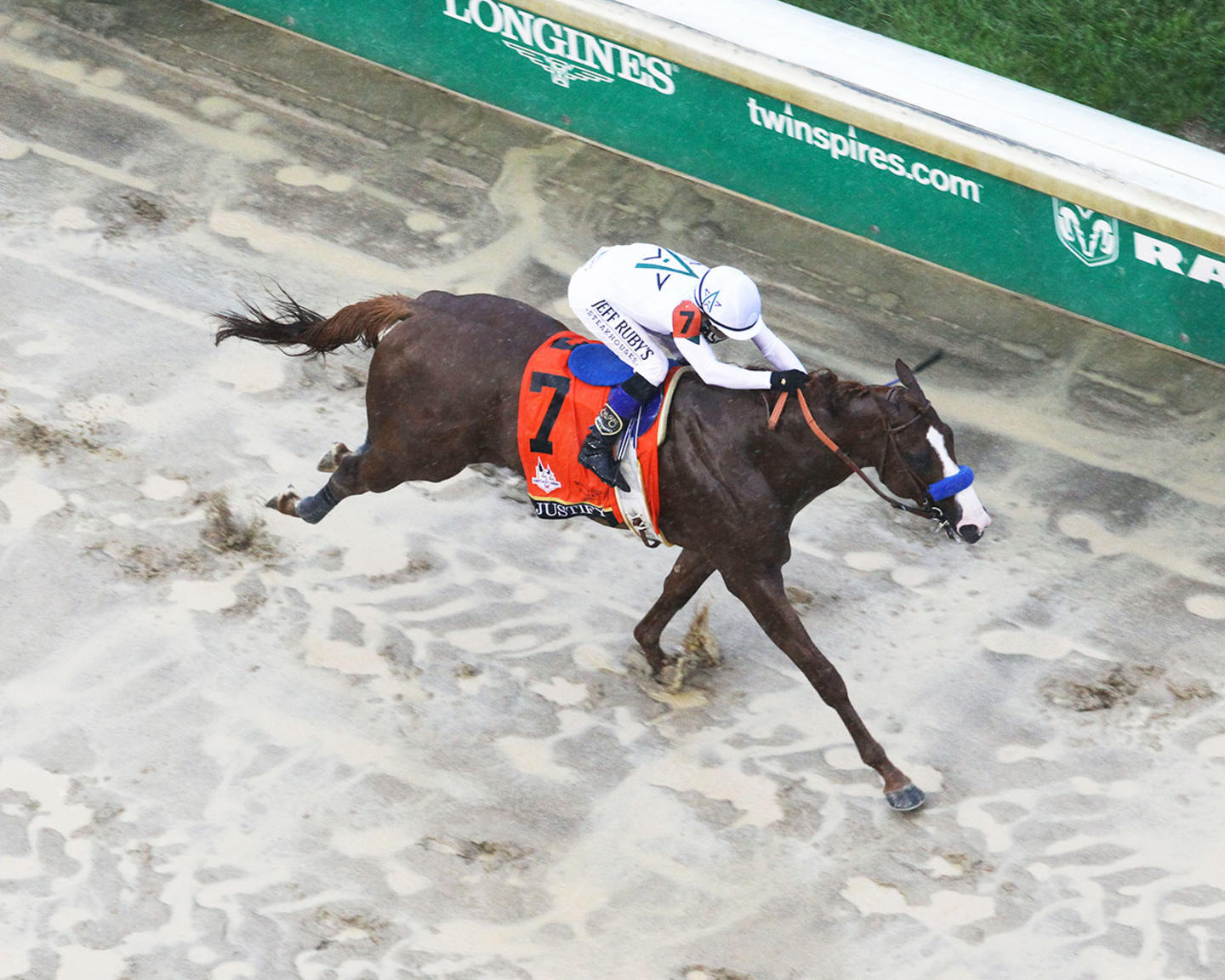 JUSTIFY---The-Kentucky-Derby-G1---144th-Running---05-05-18---R12---CD---Aerial-Finish-2