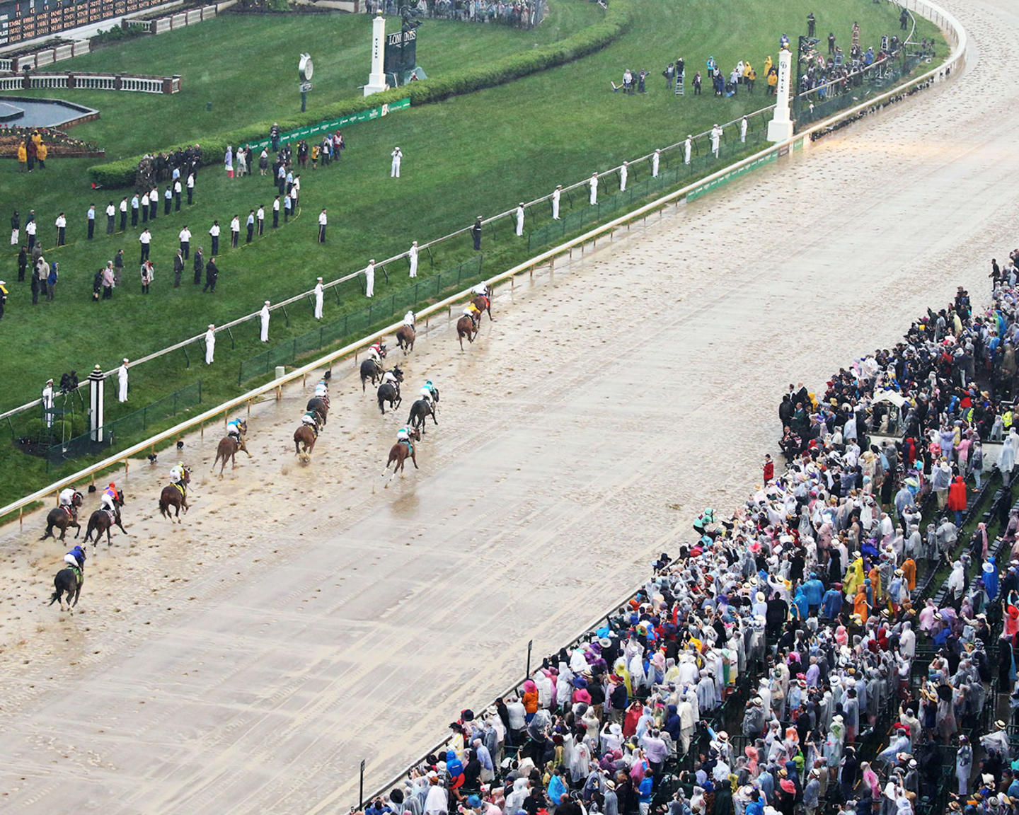 JUSTIFY---The-Kentucky-Derby-G1---144th-Running---05-05-18---R12---CD---Aerial-Finish-04
